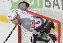 КХЛ: В матче с минским «Динамо» получил травму латвийский защитник