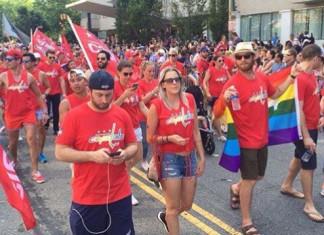 НХЛ: Вратарь сборной Канады принял участие в гей-параде