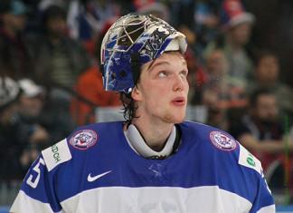 НХЛ: Талантливый российский голкипер подписал новое соглашение с «Тампой»