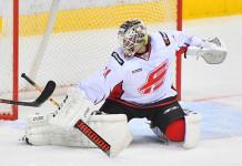 КХЛ: Вратарь «Авангарда» пропустит полгода из-за травмы