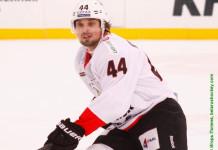Один из лучших атакующих защитников в истории КХЛ продолжит карьеру в ВХЛ
