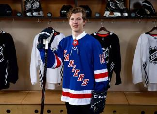 НХЛ: Российский форвард «Трактора» подписал контракт новичка с «Рейнджерс»