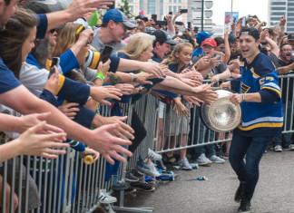 Видео: На чемпионский парад «Блюз» пришло больше людей, чем живет в Сент-Луисе