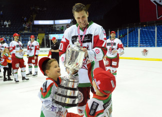 Экс-форвард сборной Беларуси решил остаться в «Кардифф Дэвилс»