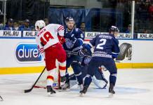 КХЛ: Легионер минского «Динамо» получил травму в игре против «Сибири»
